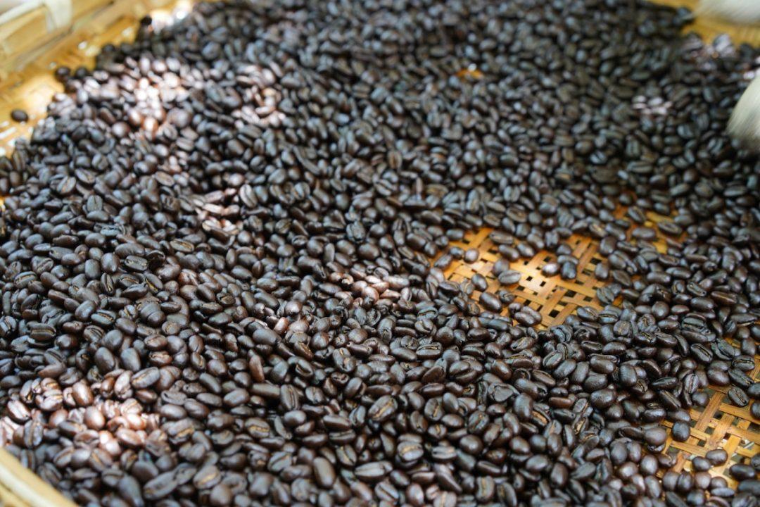 一粒の豆の奥深い物語を味わう、コーヒー焙煎研究会